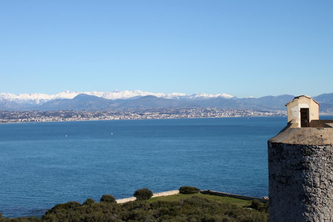 Bleu comme ... entre ciel et mer la vue du Fort Carré (Antibes)