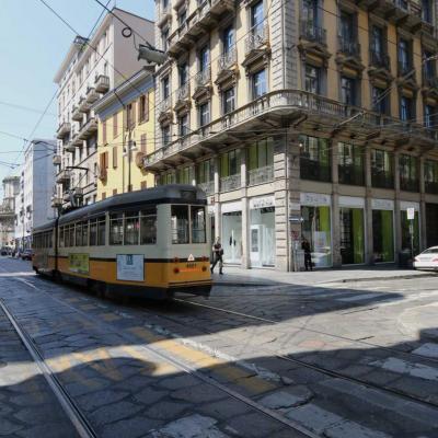 grande avenue avant d'arrivée au centre de Milan
