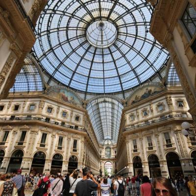elle constitue un passage entre la place du Dôme de Milan et la Scala