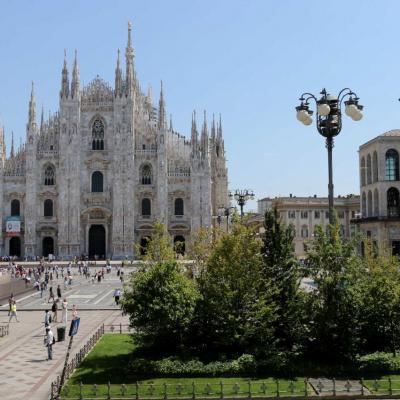 Le Duomo pris du 1er étage d'un grand magasin juste en face