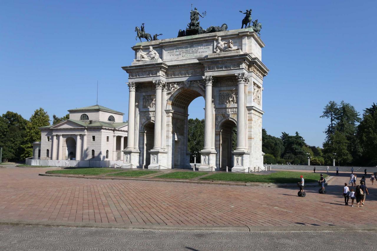 L'Arche de la Paix de 25m de haut conçu en 1807