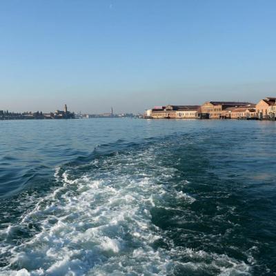 A gauche le cimetière de Venise (île San Michele)en face de Murano