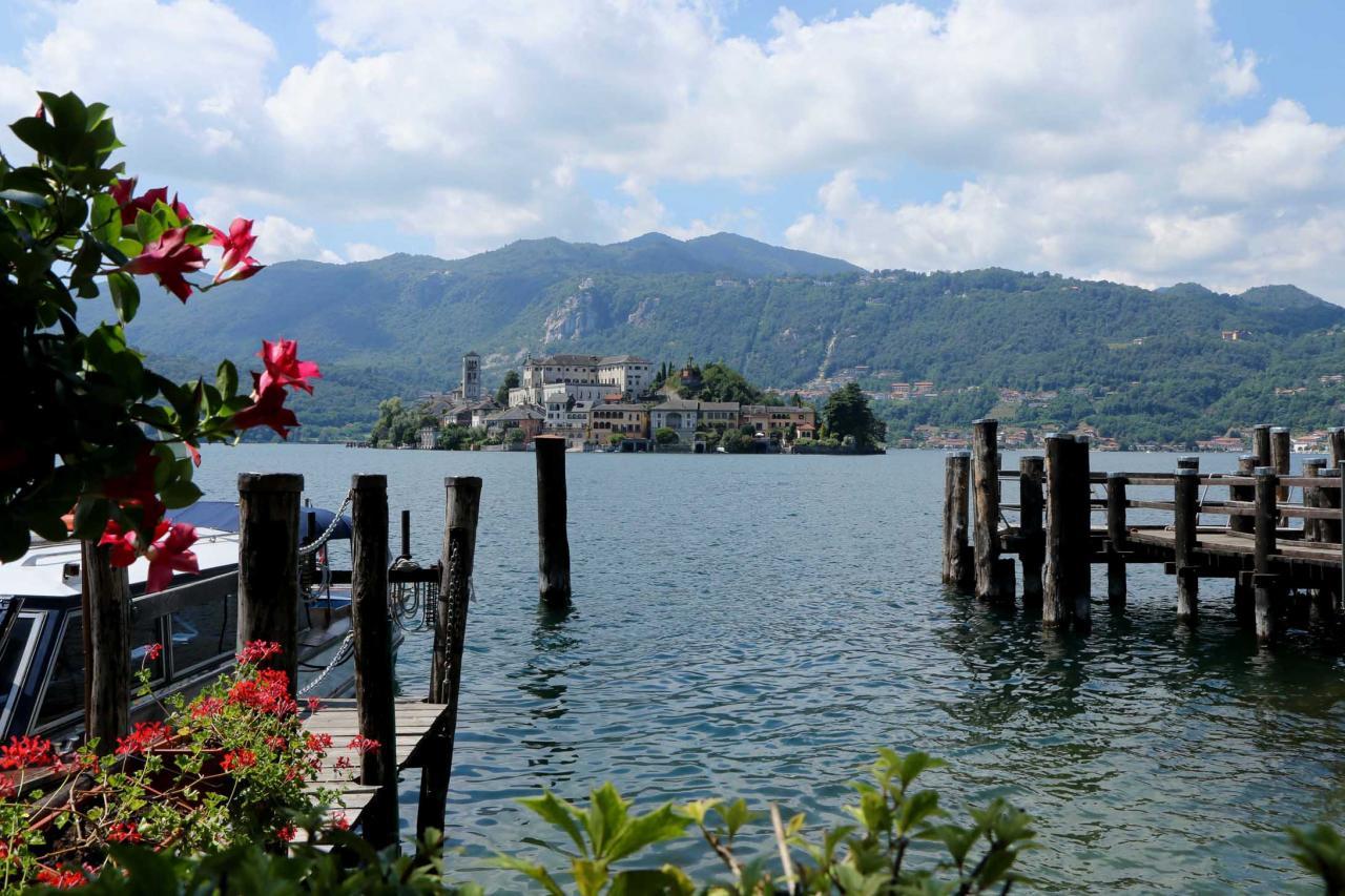 Isola San Giulio, la petite île du lac avec une basilique romane