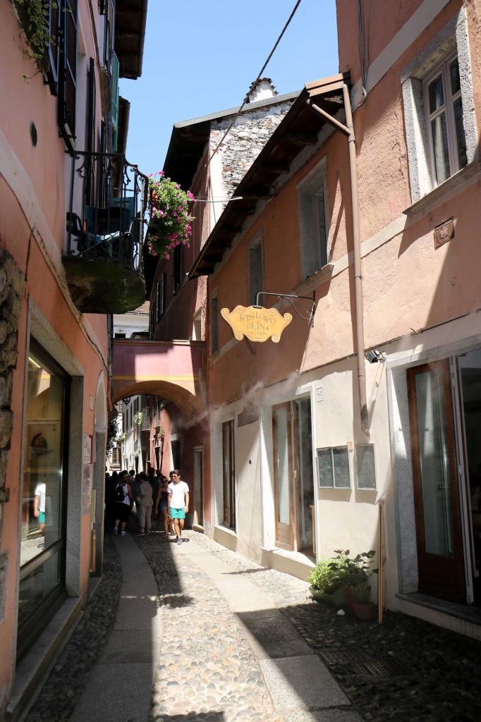 maisons colorées et rues étroites en font un petit village charmant