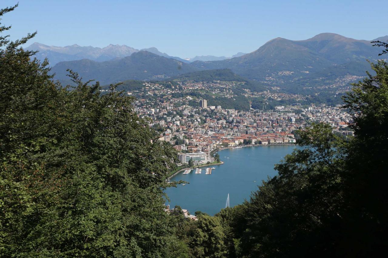 Juste un petit point de vue sur Lugano dans la descente, pas le temps de visiter ...