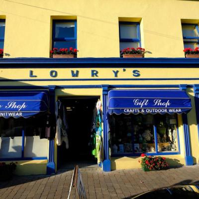 Clifden, maisons colorées, rues animées, nombreux pubs et restaurants
