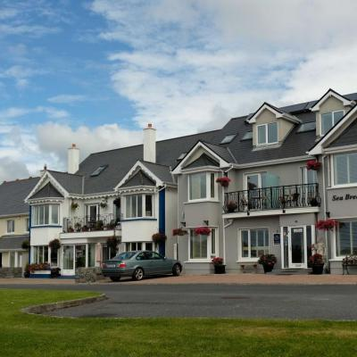 quartier de Galway en bord de mer avant que les nuages s'installent