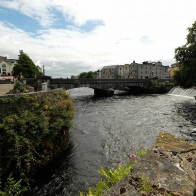 Galway, son nom vient de la rivière Corrib (Gaillimh), qui traverse la ville