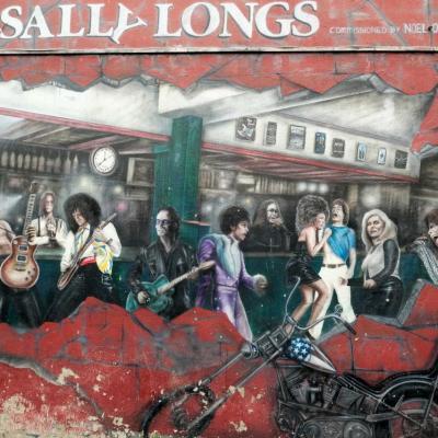 la fresque murale représentant des chanteurs de rock et pop-rock ...