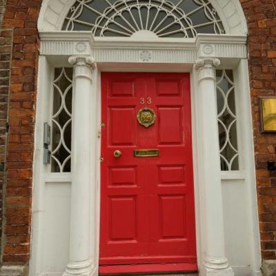 Les célèbres portes de Dublin avec leurs devantures colorées