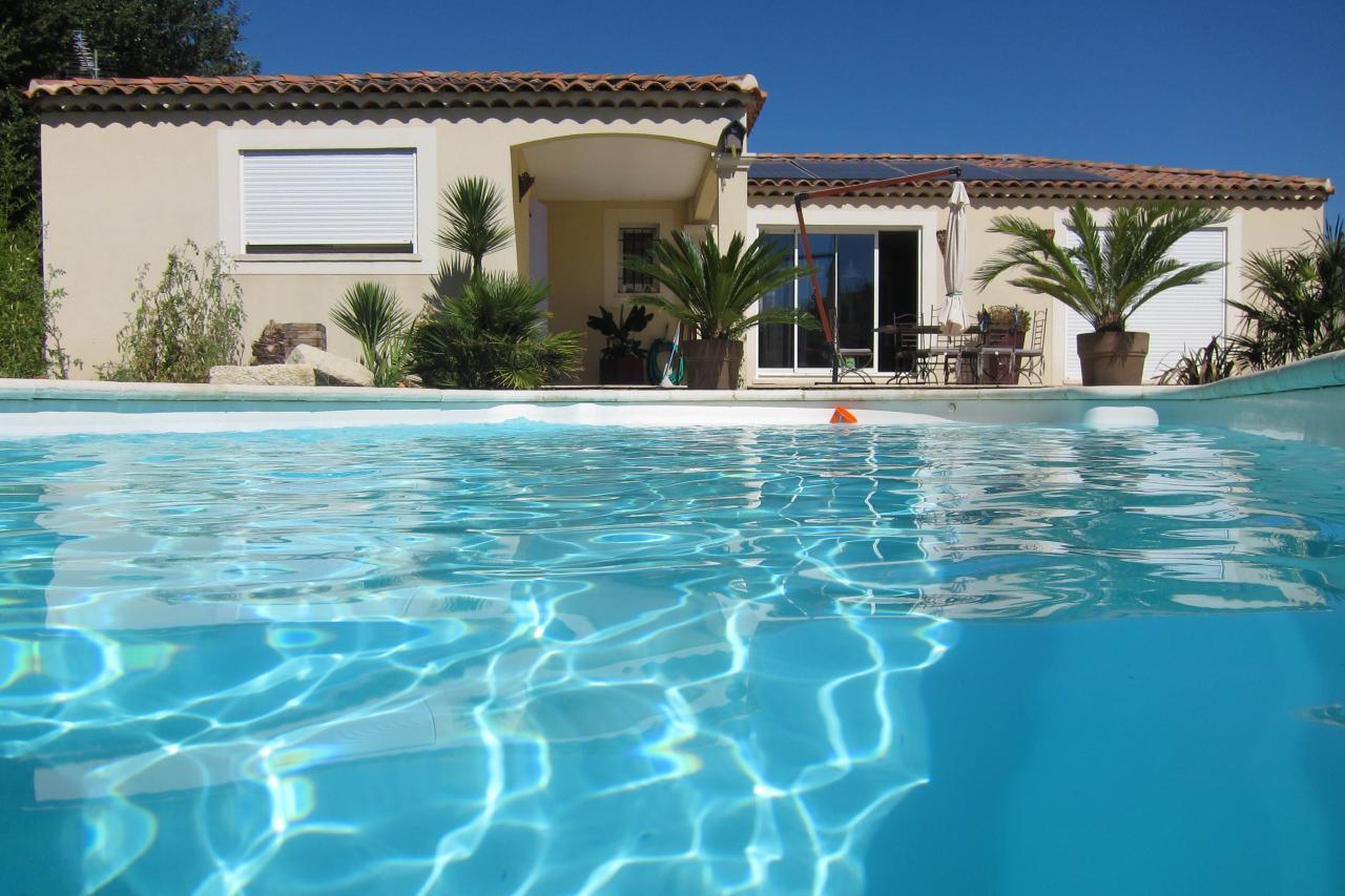 bleu comme ... la piscine de la villa de Istres
