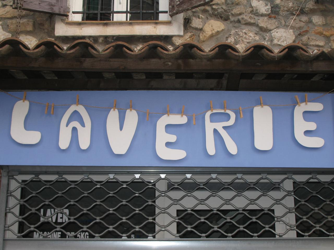 bleu comme ... la laverie du vieil Antibes