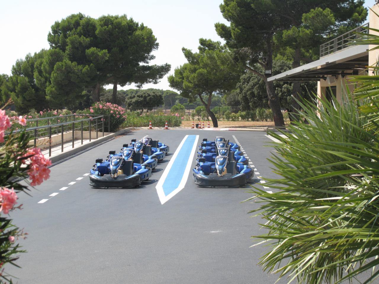 Bleu comme ... les karts du circuit Paul Ricard au Castelet