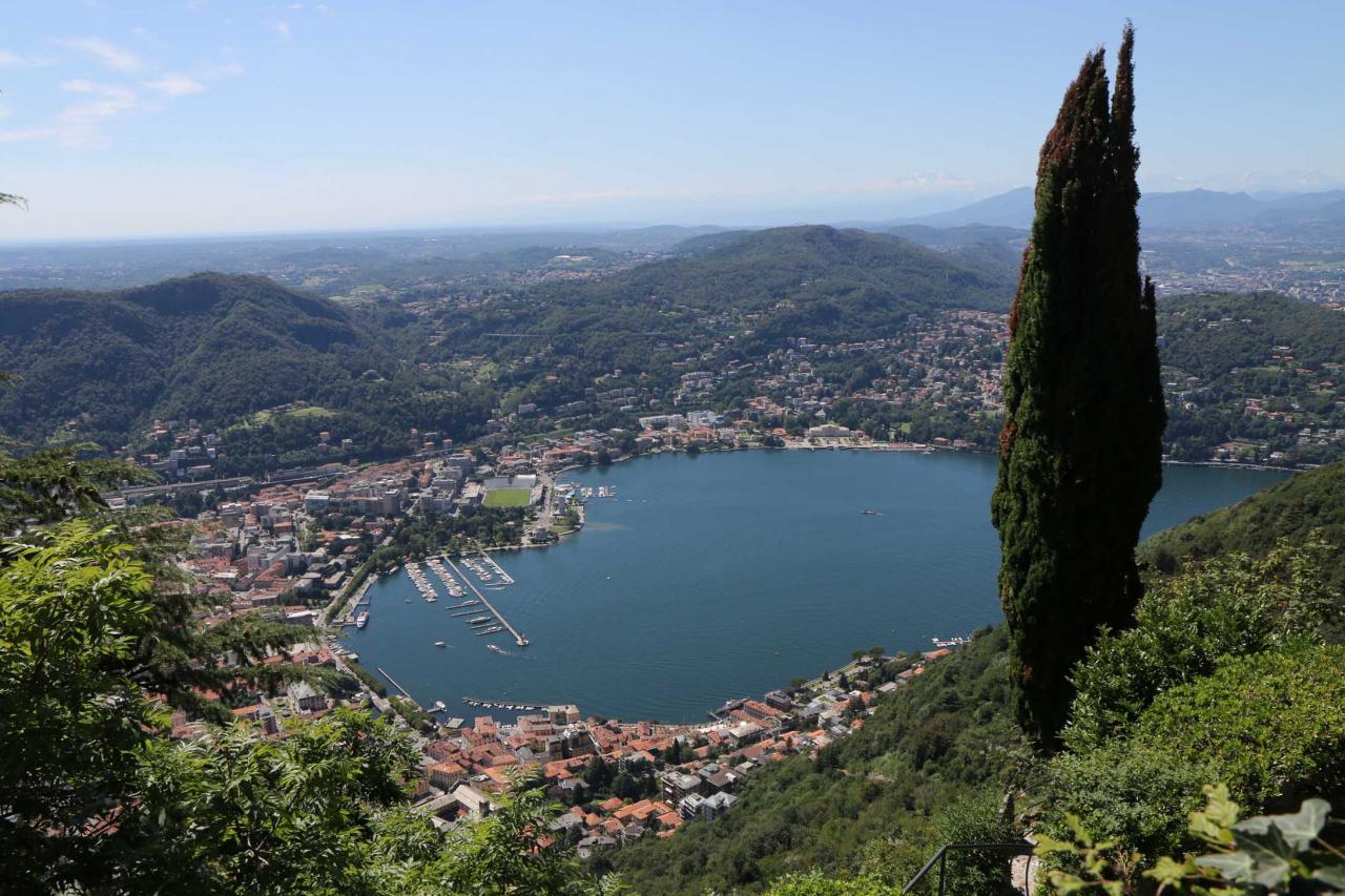Le lac de Côme, je prends de suite le funiculaire pour surplomber Côme