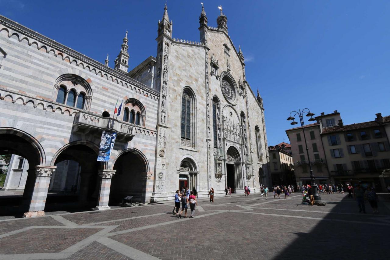 La façade du Duomo est ornée d'une rosace construite en 1457