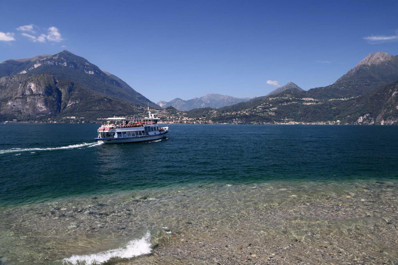 de Varenna, le bateau part pour Mennagio, en face de Bellagio