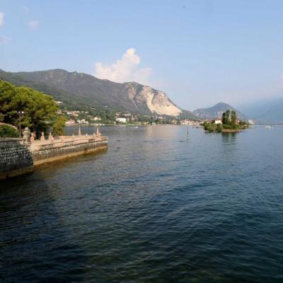 Bien sûr, vue imprenable sur le lac et sur l'île des pêcheurs très proche