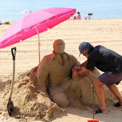 Le Lavandou et son sculteur sur sable