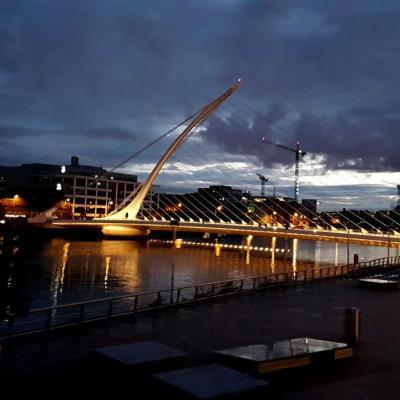 le pont Samuel Beckett de nuit