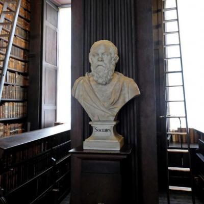 les bustes des plus grands écrivains ornent cette long room