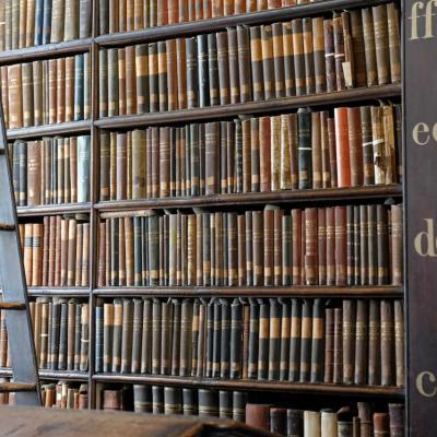Livres vieux de plusieurs siècles