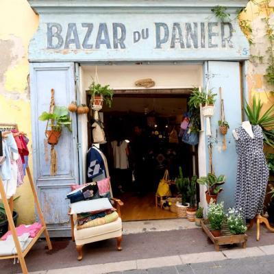 petit Montmartre marseillais » avec ses boutiques d'artisanat