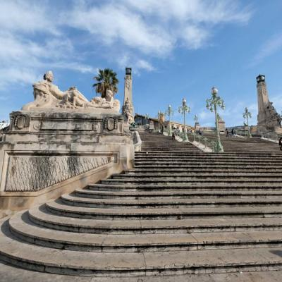 le célèbre escalier style 1900 : 105 marches