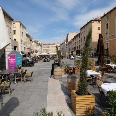 Le Cours Honoré-d'Estienne-d'Orves est une célèbre place piétonne