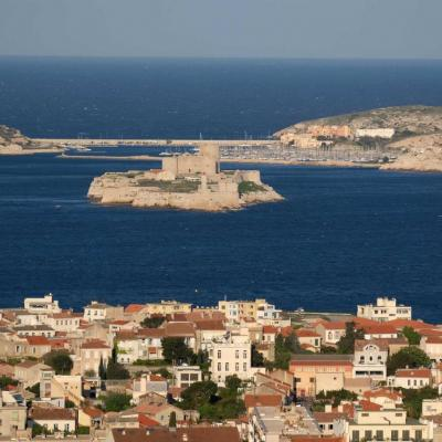 Les îles du Frioul vues de la Bonne Mère et le Chateau d'If en 1er plan