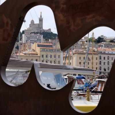 Le M de Marseille sur le vieux port