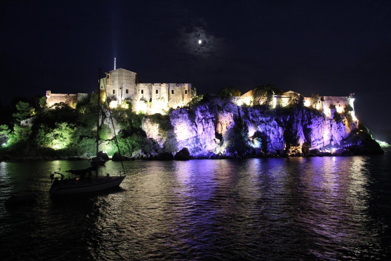 bleu comme ... les lumières sur l'Ile Sainte Marguerite (Cannes)