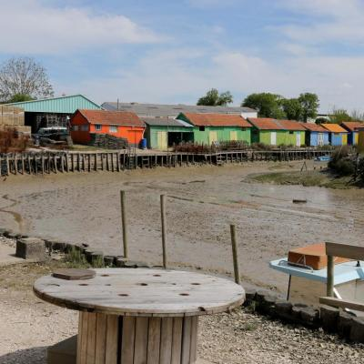 L'île d'Oléron, à marée basse, dommage, et ses cabanes colorées