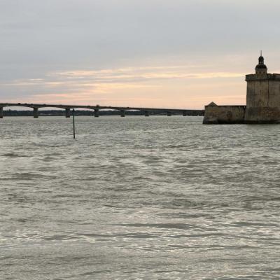 En attendant le coucher du soleil sur le pont, il n'est que 19h !