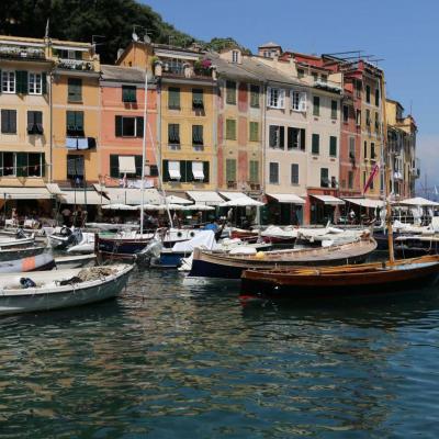 Le petit port de Portofino prend des airs de Saint-Tropez