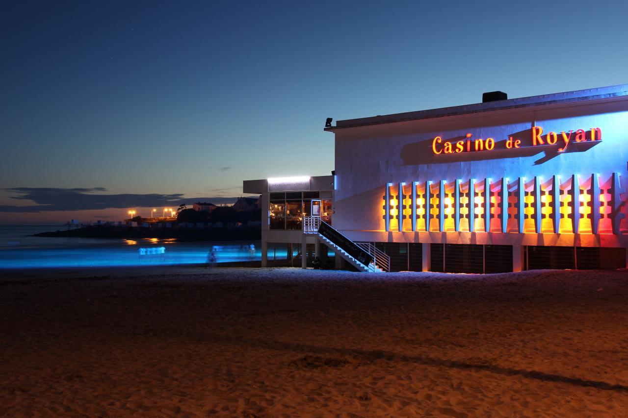 bleu comme ... les spots bleus du casino de Royan
