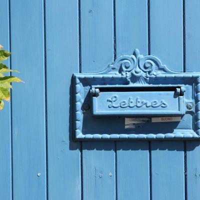 Bleu comme... cette boîte aux lettres à Talmont sur Gironde