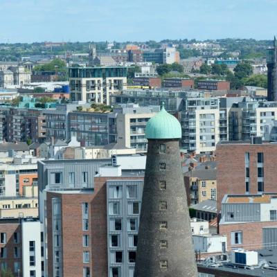 terrasse ronde et vitrifiée, surplombant Dublin sur 360 degrés !