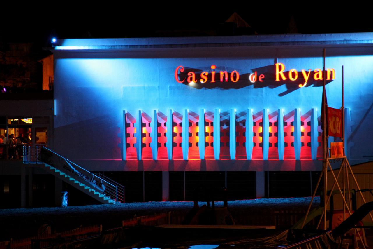 bleu comme ... les spots du casino de Royan