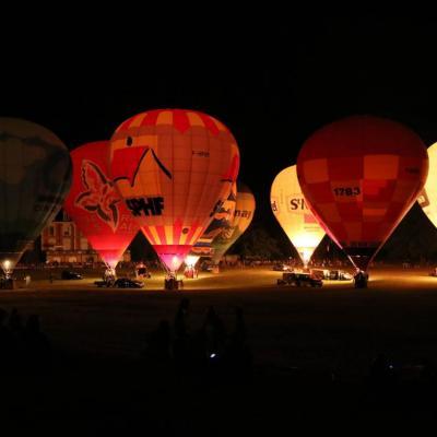 et surprise son et lumière avec les montgolfières mais sans trépied !