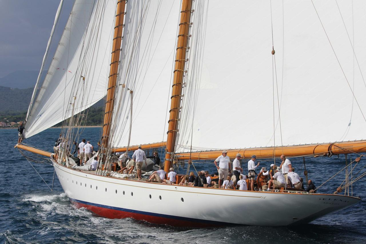 ELENA - 42m de long - 8,14m de large