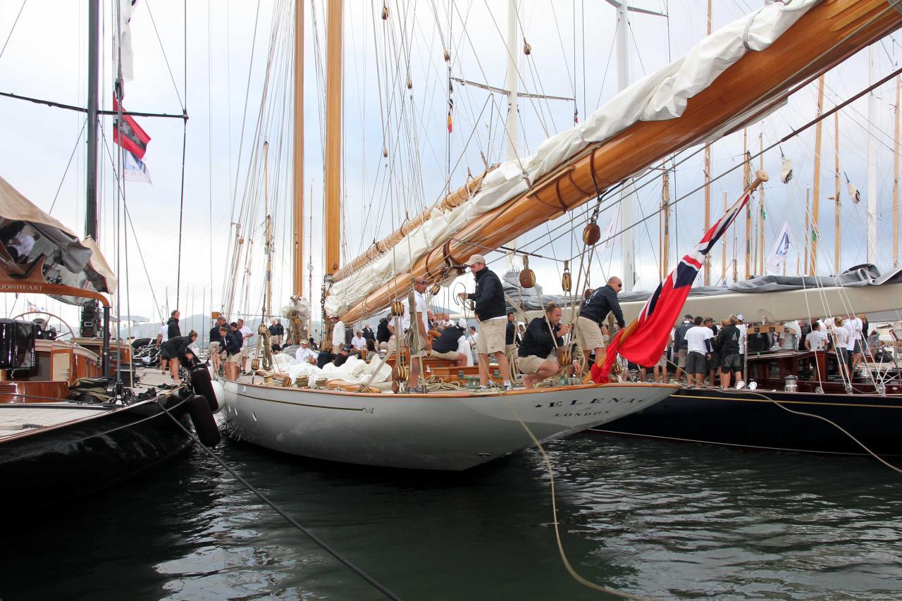 Eléna fait son entrée au port