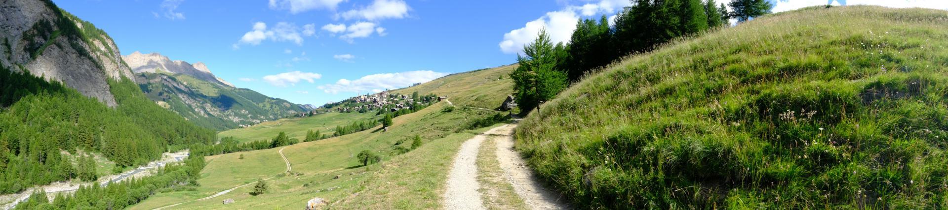 Saint-Véran, la vue sur le village le plus haut d'Europe (2042)