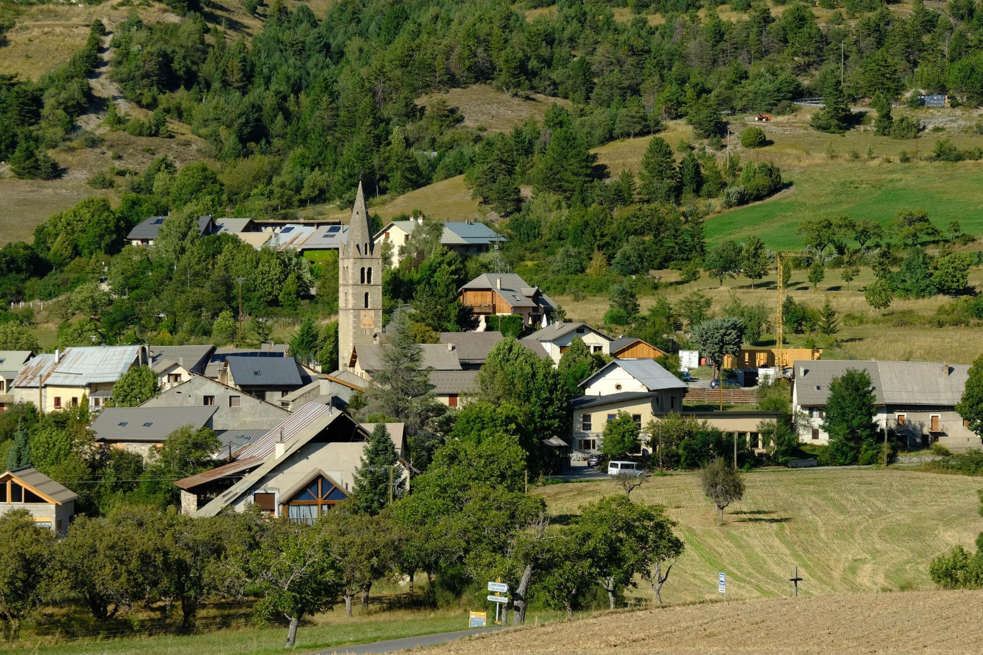 Eygliers le village