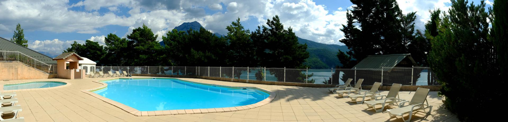 la piscine du camping Le Roustou