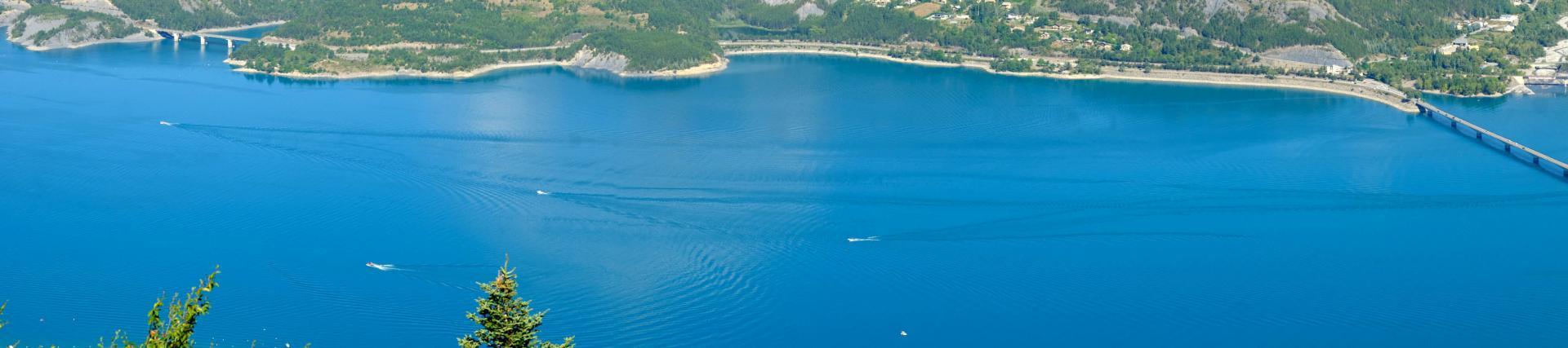 En surplomb de Savines le lac à 1290m d'altitude